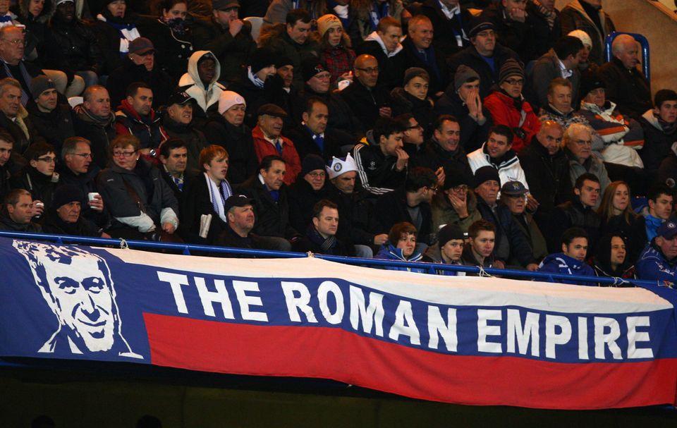 첼시 팬들이 내건 배너. 로만 아브라모비치의 이름을 딴