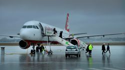 Ein Student macht einen Scherz im Flugzeug – die Passagiere rennen panisch los
