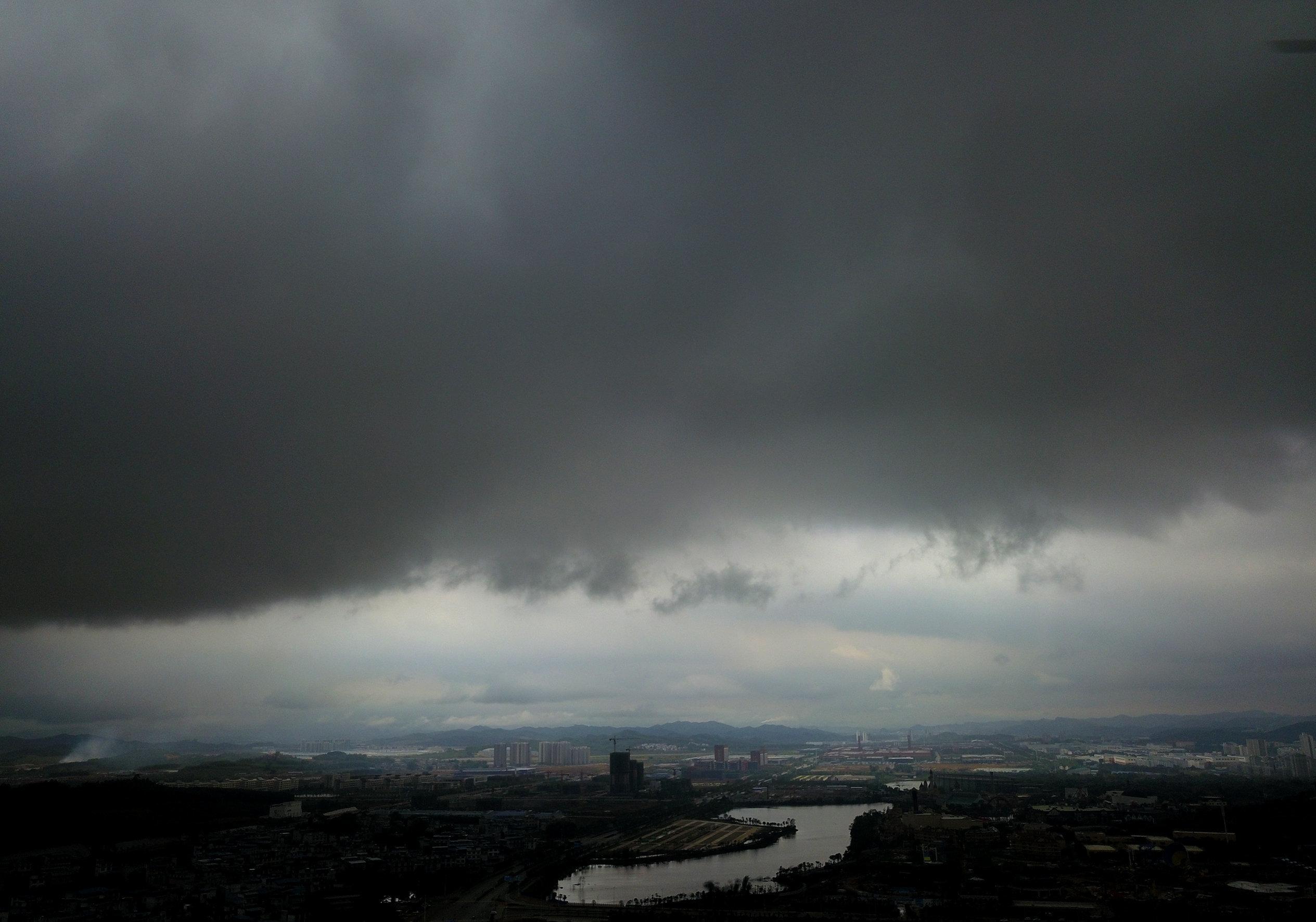 Hier steuern jetzt Gewitter, Starkregen und Hagel auf uns