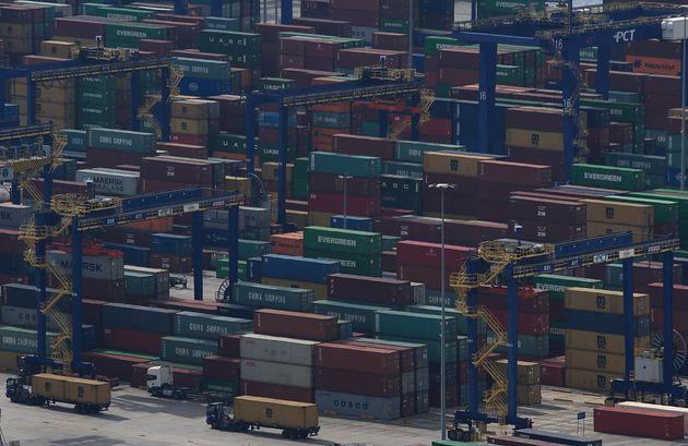 Προβλήματα στη διακίνηση εμπορευματοκιβωτίων στον λιμάνι του Πειραιά από την απεργία των