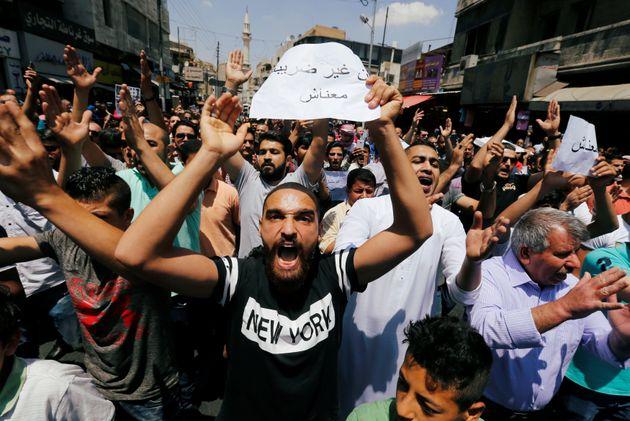 Ο βασιλιάς της Ιορδανίας ζήτησε «πάγωμα» της αύξησης της τιμής των καυσίμων μετά τις ολονύχτιες