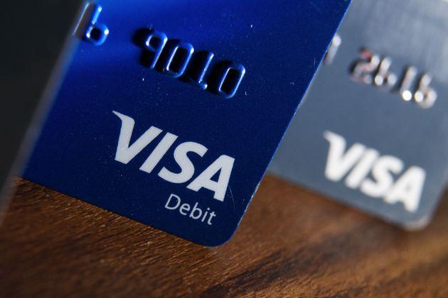 Προβλήματα σε συναλλαγές με κάρτες Visa στην