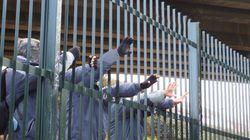 Πάνω από 12 μετανάστες σκοτώθηκαν από διακινητές στην προσπάθειά τους να αποδράσουν από καταυλισμό στη