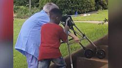 8살 아이가 갑자기 차를 멈춰 세운 뭉클한