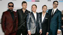 Η «βασίλισσα» του twitter Chrissy Teigen ζητά από τους Backstreet Boys να εξηγήσουν τους στίχους του «I Want It That