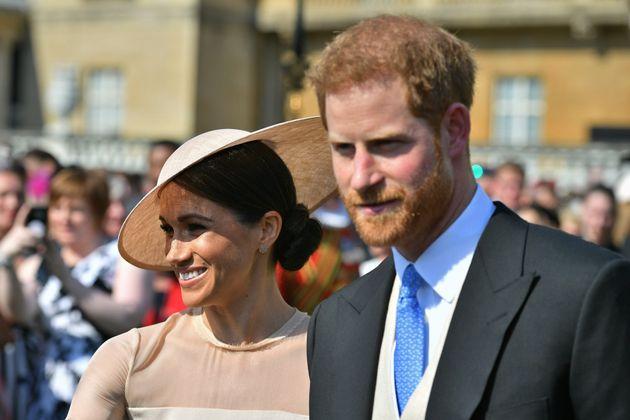 Πώς η Meghan Markle κρατάει τον πρίγκιπα Harry σε