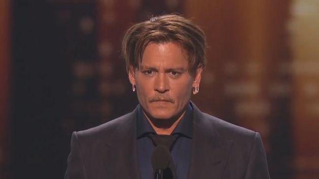 Οι θαυμαστές του Johnny Depp ανησυχούν για την υγεία του μετά από αυτές τις
