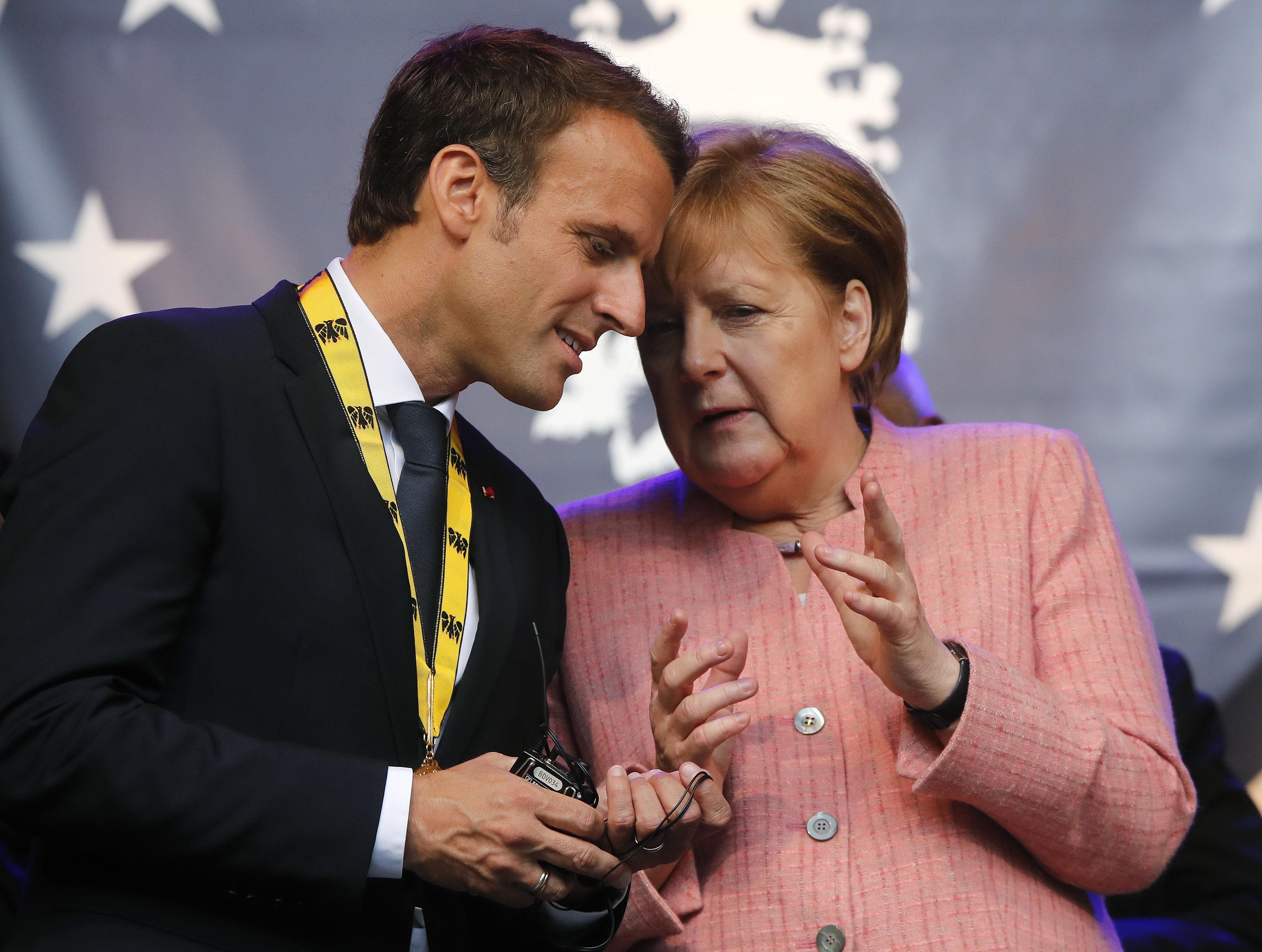 Σύγκλιση Μέρκελ - Μακρόν για τη μεταρρύθμιση της Ευρωζώνης και της