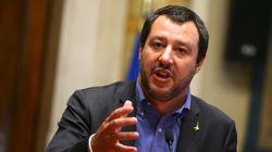 Ο επικεφαλής της Λέγκας ανακοινώνει τη σκληρή πολιτική του απέναντι στους πρόσφυγες και λέει πως Ιταλία δεν θα είναι πια ο «κ...
