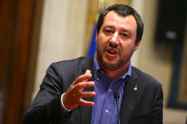 Ο επικεφαλής της Λέγκας ανακοινώνει τη σκληρή πολιτική του απέναντι στους πρόσφυγες και λέει πως Ιταλία...