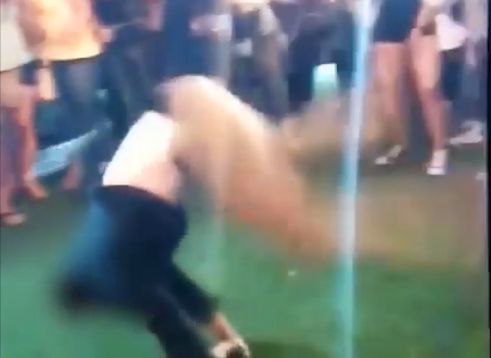 USA: FBI-Agent tanzt wild auf Party – dann löst sich ein