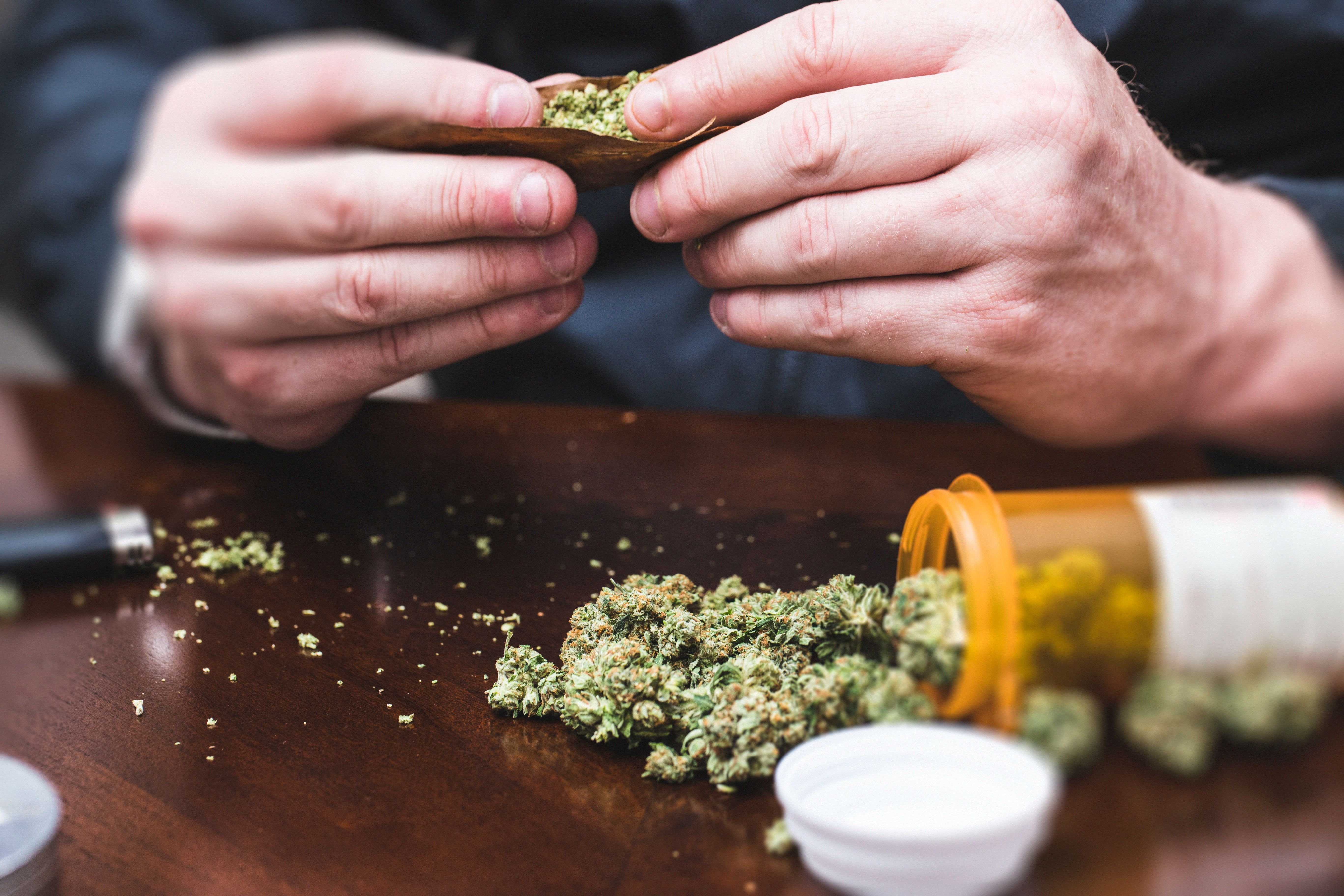 """""""Lebenswichtig"""": Schwerkranke Frau baut  Cannabis an – Polizei behandelt sie """"wie eine Terroristin"""""""