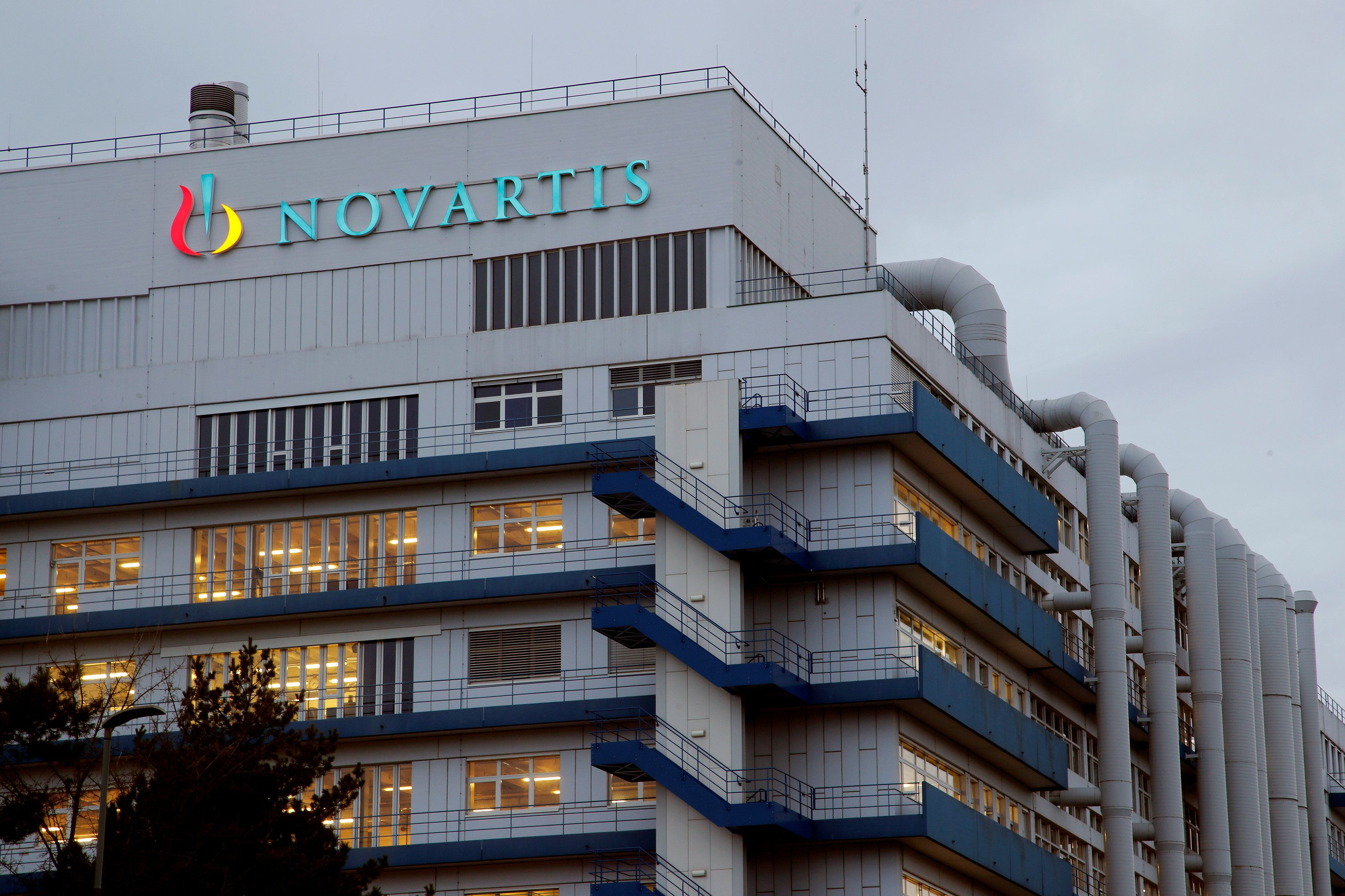 Εκτενές ρεπορτάζ του Politico για τη Novartis. «Το τεράστιο σκάνδαλο με τις φαρμακευτικές που θα κρίνει τις επόμενες