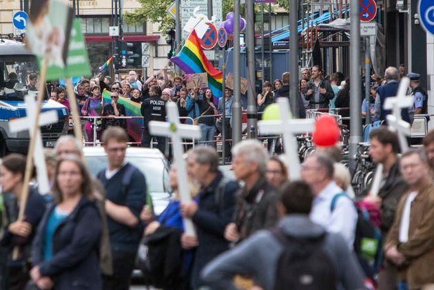 Μήνας Pride: Γιατί (και πώς) οι χριστιανοί θα έπρεπε να γιορτάζουν τη