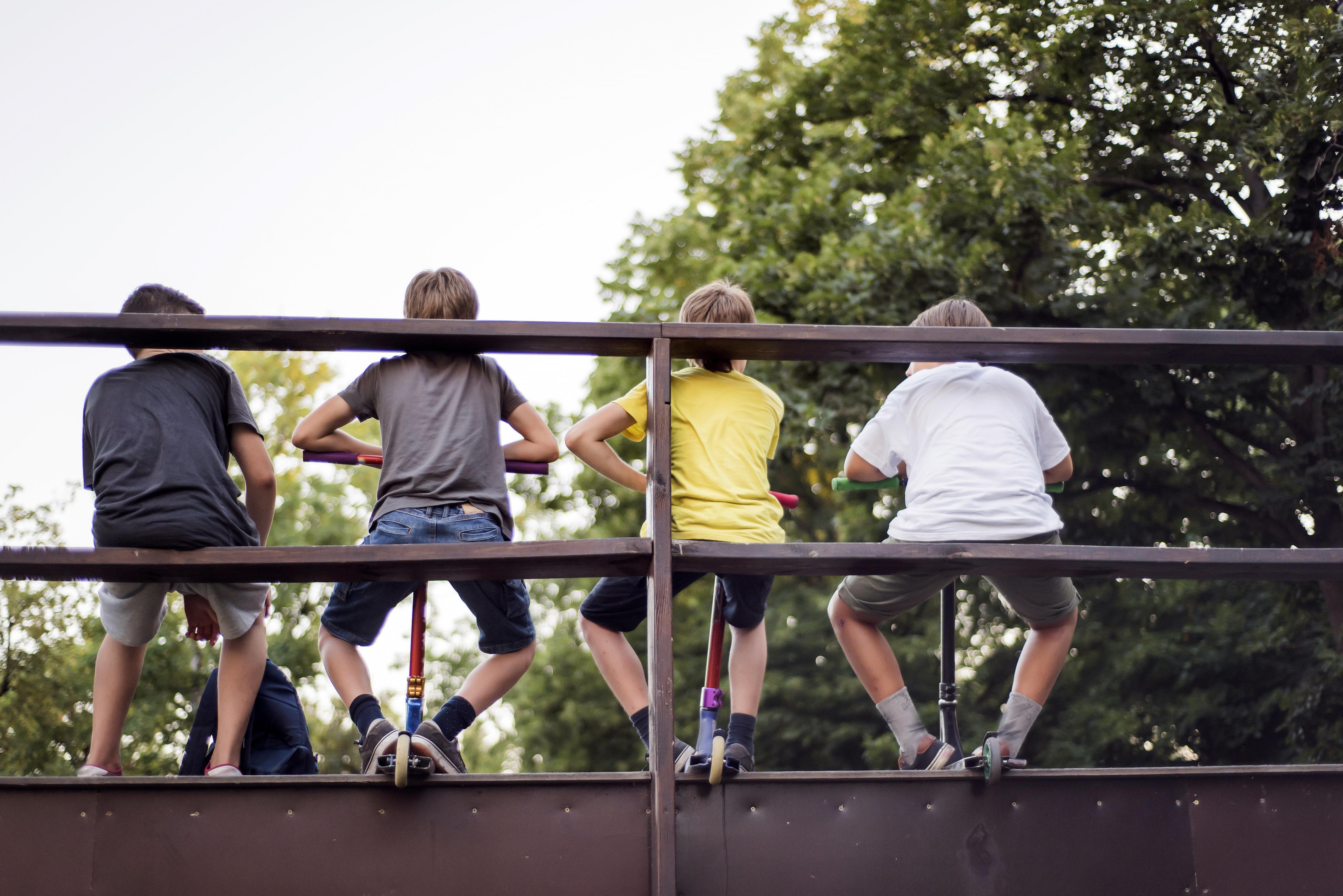 Schule verbietet Jungs, in Shorts zu kommen – erlaubt ihnen aber eine luftige Alternative