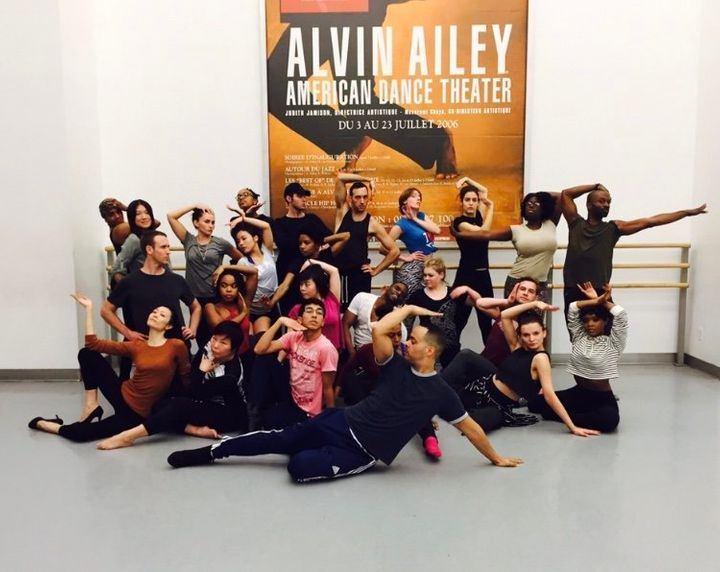 Cesar Valentino poses with students of his Vogue class at the Alvin Ailey American Dance Theater