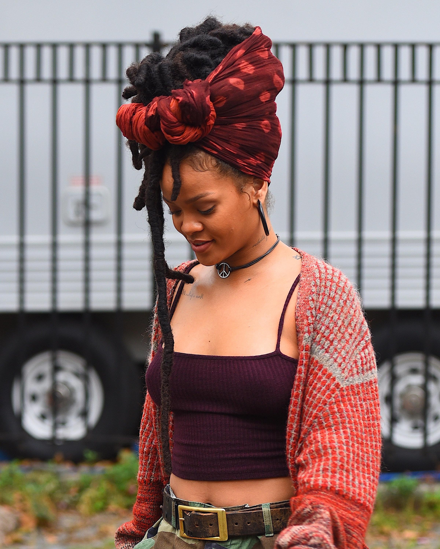 NEW YORK, NY - NOVEMBER 03:  Rihanna seen at the 'Ocean 8' Filming Set on November 3, 2016 in New York City.  (Photo by Robert Kamau/GC Images)
