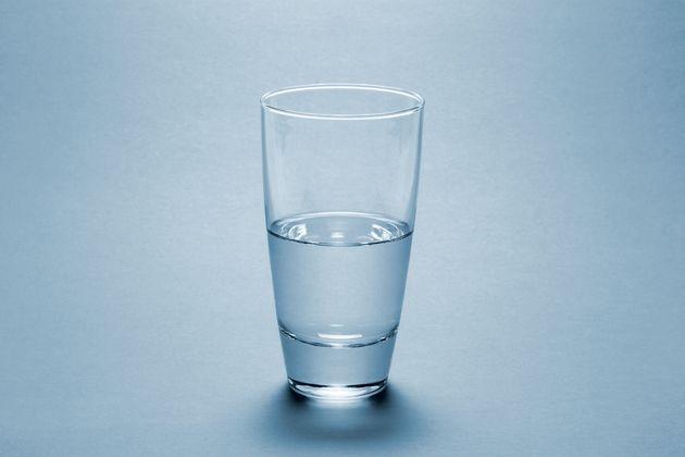 DW: Μισοάδειο ή μισογεμάτο το ποτήρι της