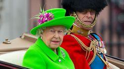Γιατί η βασίλισσα Ελισάβετ επιλέγει να φορά τόσο (μα τόσο) έντονα χρώματα; Η νύφη της αποκάλυψε το