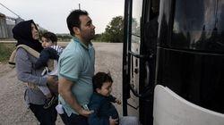 Εικοσιένας άνδρες, έξι γυναίκες και επτά ανήλικα παιδιά απεγκλωβίστηκαν από νησίδα στο Δέλτα του ποταμού