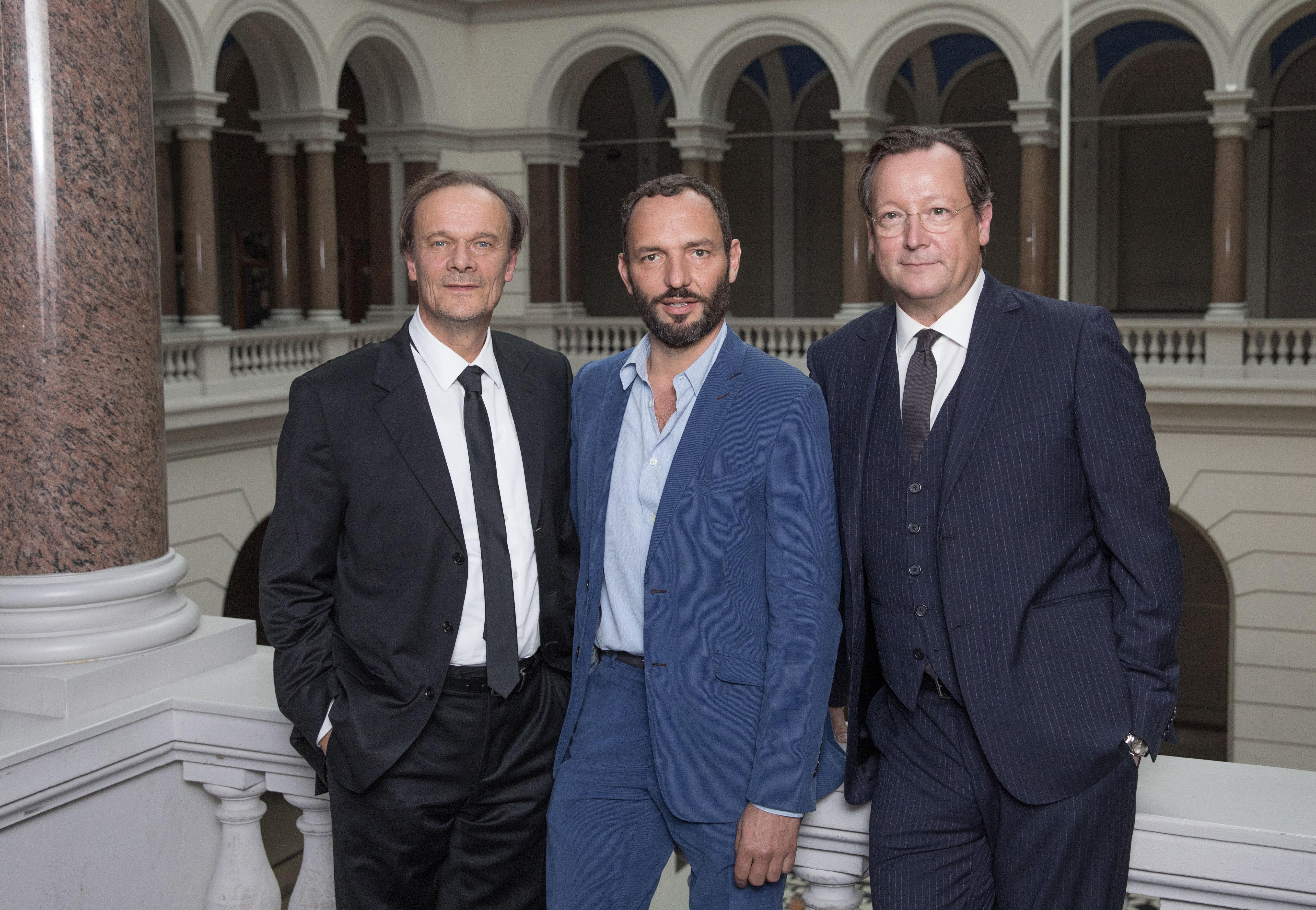 Der Regisseur Titus Selge (M) und die Schauspieler Edgar Selge (l) und Matthias Brandt