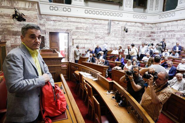 Η πλάκα του Τσακαλώτου σε βουλευτές ΣΥΡΙΖΑ. «Σας περίμενα με μπουρνούζια για να σας κάνω