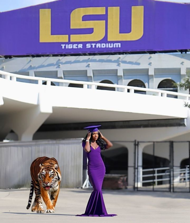 Ronlonda Robinson also wanted to be the first to Photoshop the school's mascot into her photos.