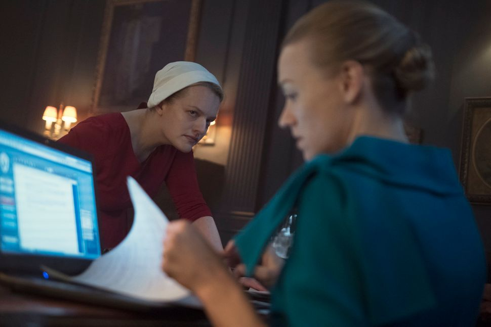 Offred (Elisabeth Moss) and Serena Joy (Yvonne Strahovski).