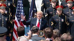 Ο Τραμπ διοργάνωσε γιορτή για τη «σημαία των ΗΠΑ» αλλά αποδείχθηκε πως δεν ξέρει ούτε τα λόγια του εθνικού