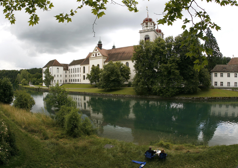 Schweiz: Jeder Bewohner Rheinaus erhält ein bedingungsloses