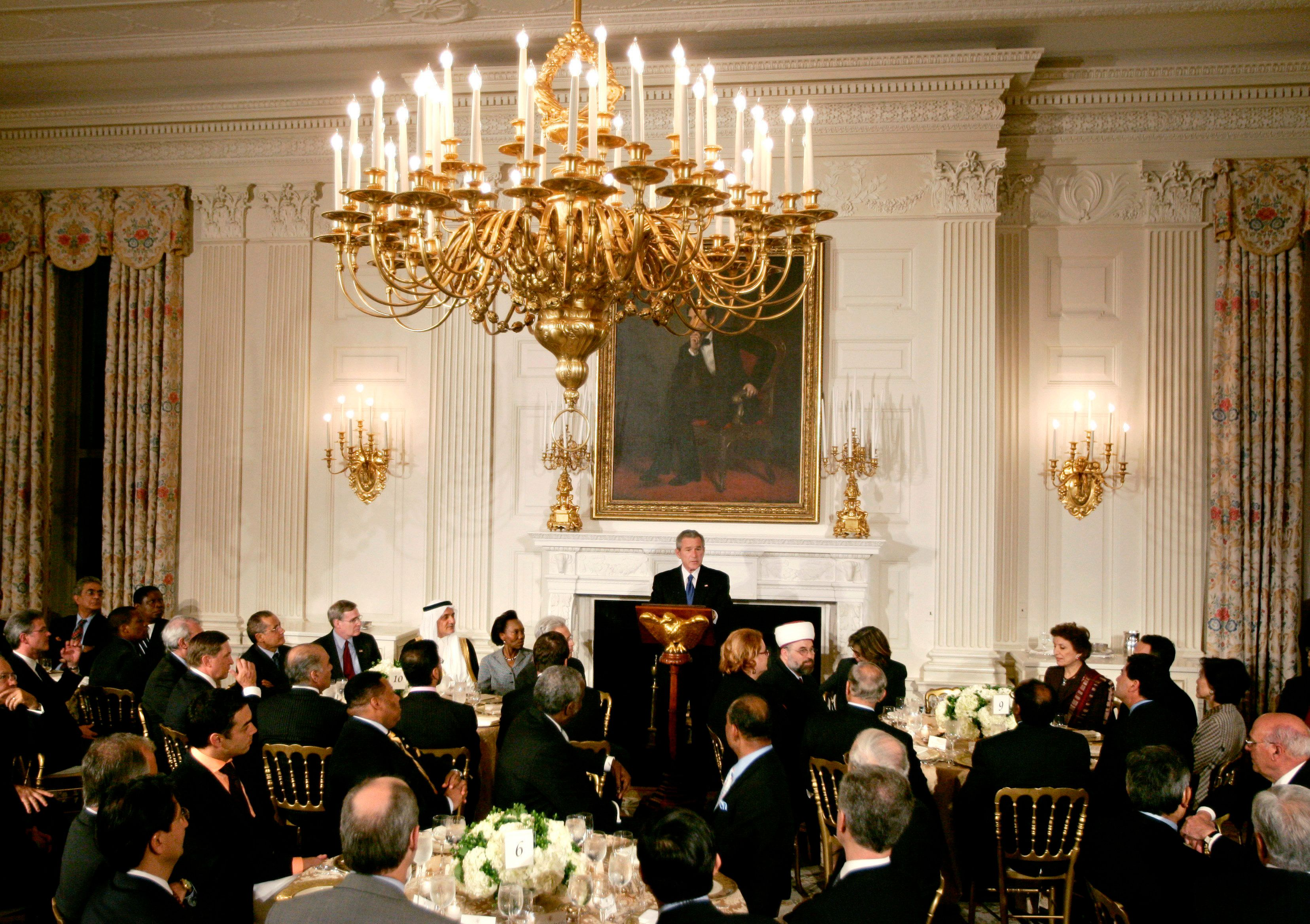U.S. President Bush (C) makes remarks at an Iftar dinner with Ambassadors and Muslim leaders in the State Dining room of the White House in Washington October 17, 2005. REUTERS/Jason Reed
