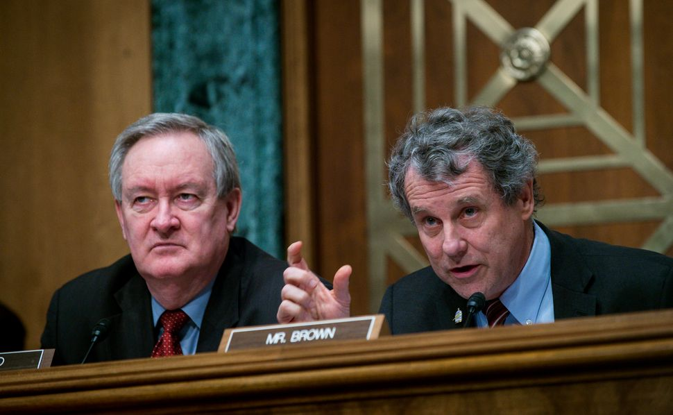 The Senate banking committee chairman, Mike Crapo (R-Idaho), left, went around Sherrod Brown (D-Ohio), the ranking membe