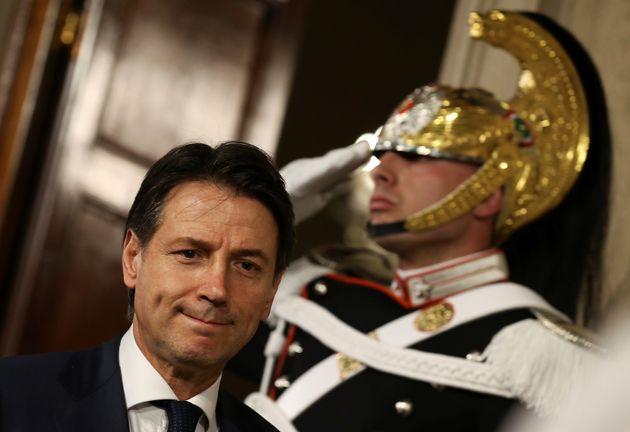 이탈리아 포퓰리즘 정부가 공식