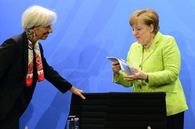 Για τη «Le Monde» το θέμα «ΔΝΤ, σύγκρουση και Βερολίνο» είναι πολιτικό και