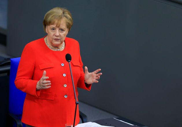 Bundeskanzlerin Angela Merkel zeigte sich bei der offiziellen Fragestunde im Bundestag gewohnt souverän...
