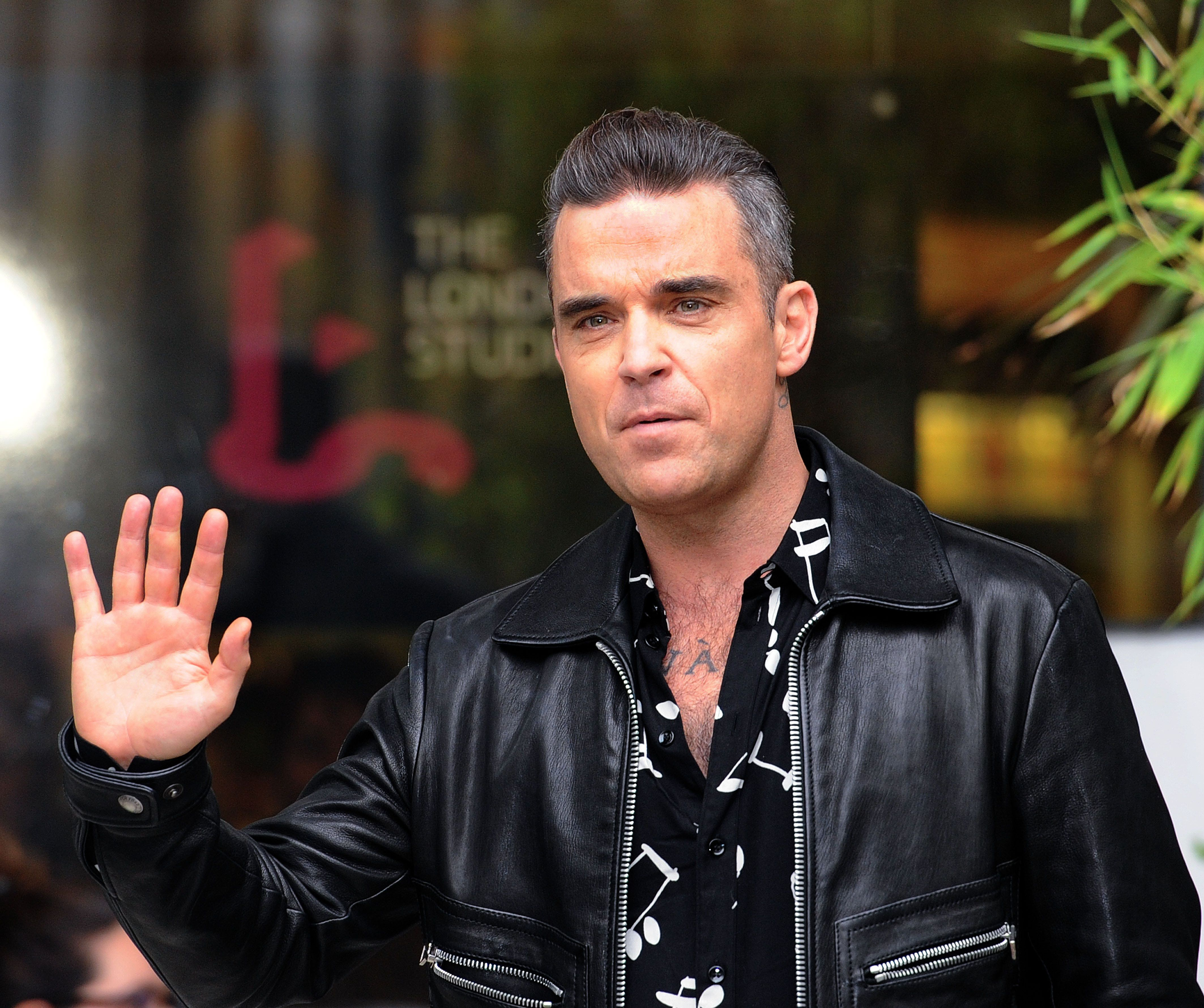 Robbie Williams Reveals He Was Evacuated From London's Mandarin Oriental Hotel After Blaze