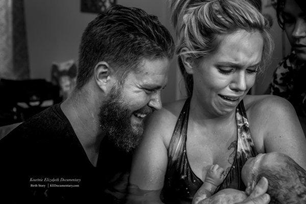 29 rührende Fotos, die zeigen, wie unentbehrlich Väter im Kreißsaal