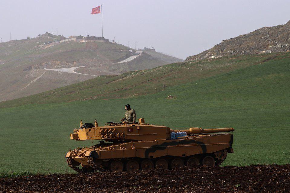 Πώς η Τουρκία με όπλο τους S-400 απομακρύνει τις ΗΠΑ από τους Κούρδους και αλλάζει τις ισορροπίες στο...