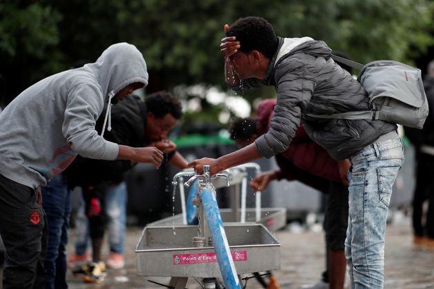 H Γαλλία διπλασιάζει τις ώρες των μαθημάτων σε πρόσφυγες και μετανάστες με στόχο την κοινωνική τους
