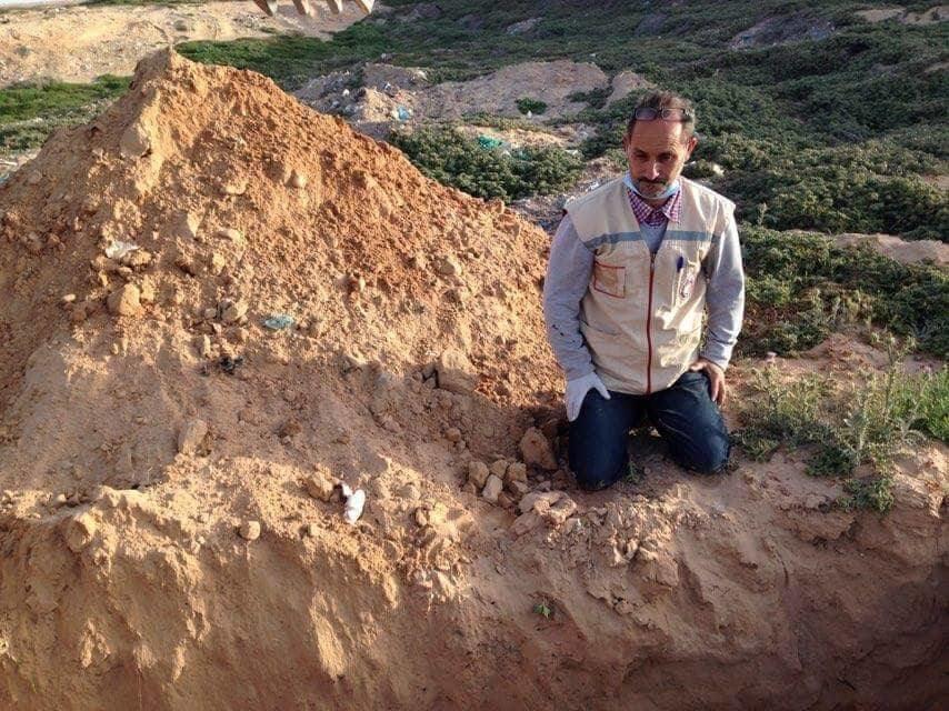 Chemseddine Marzouk, celui qui offre une sépulture aux migrants morts en mer: