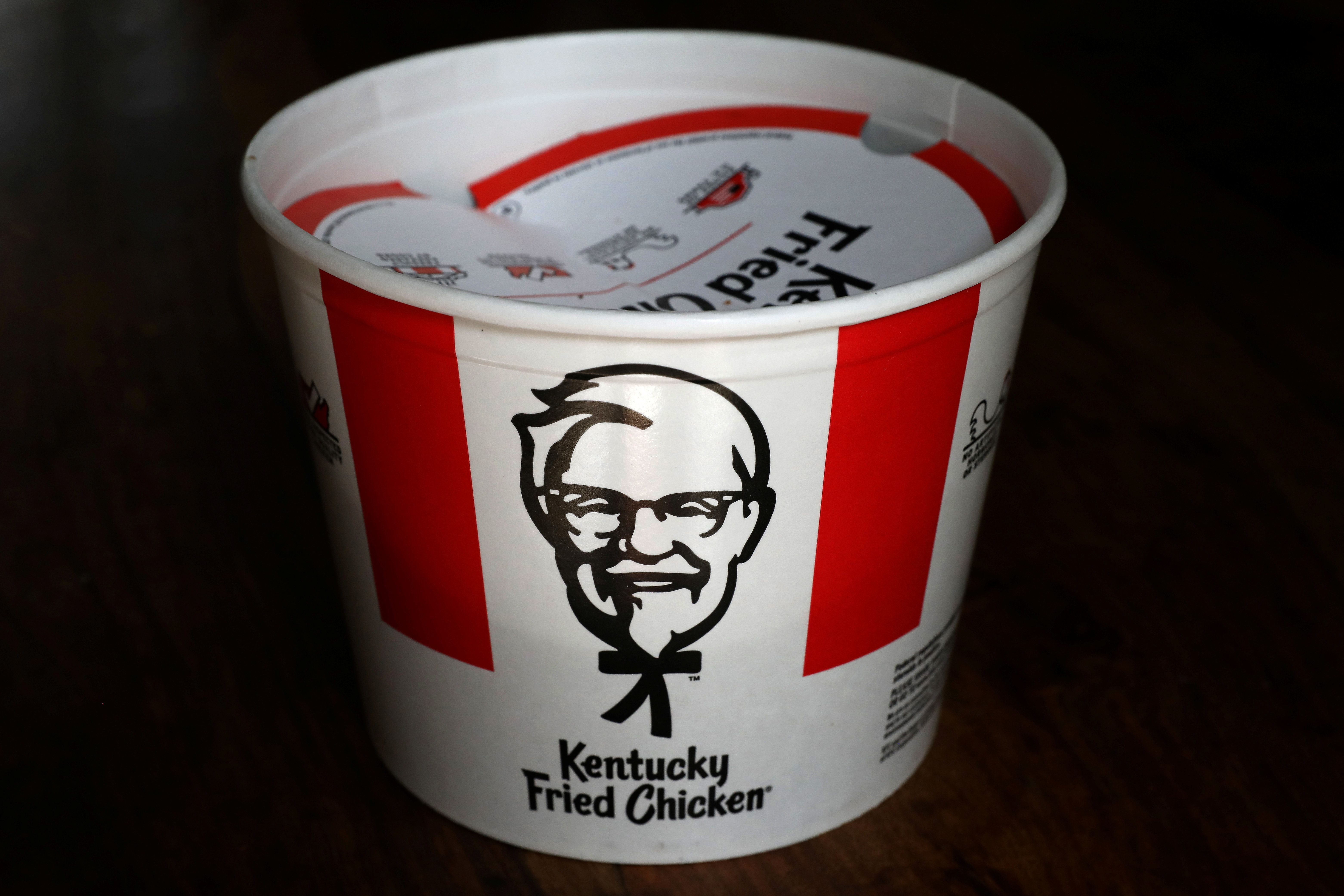 A Kentucky Fried Chicken (KFC) bucket of fried chicken is seen in this picture illustration taken April 6, 2017.   REUTERS/Carlo Allegri