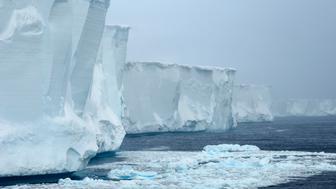 ANTARCTICA - 2007/11/26: Antarctica, Near Elephant Island, Tabular Iceberg, Piece From B-15 Iceberg, Largest Iceberg Which Broke Off In 2000 From Ross Ice Shelf, November 26, 2007. (Photo by Wolfgang Kaehler/LightRocket via Getty Images)