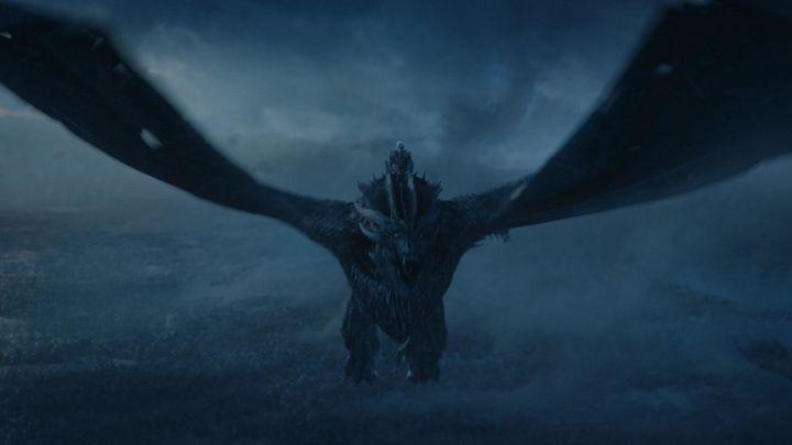 Viserion flying into battle.