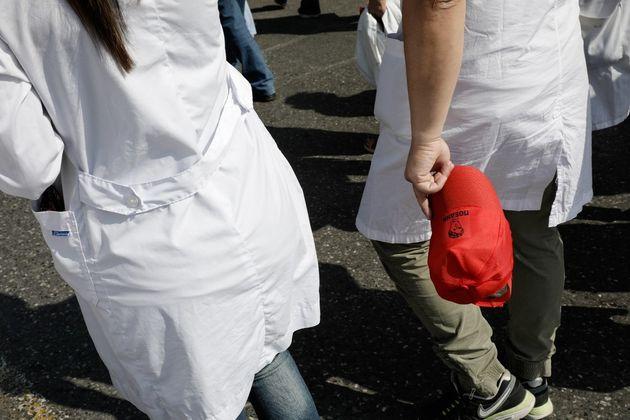 Ψάχνει και δεν βρίσκει γιατρούς να προσλάβει βρετανικό νοσοκομείο στη