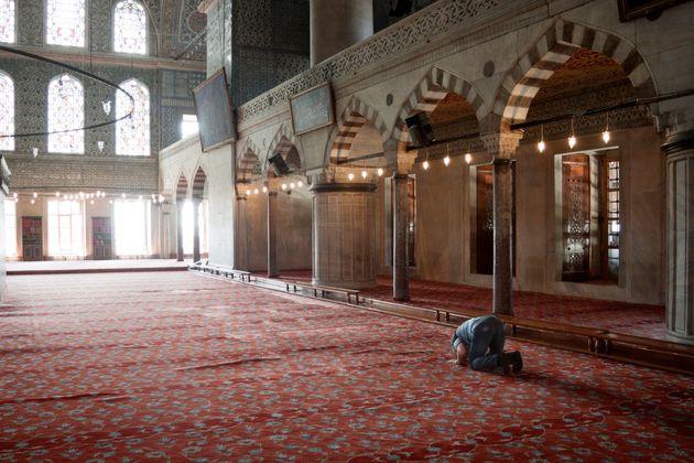 Η Αυστρία κλείνει ισλαμικά τεμένη και ο Σαλβίνι (φυσικά)