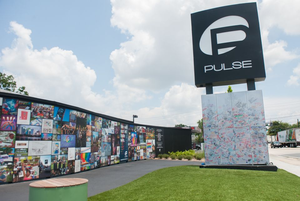 The bottom of the Pulse sign is open for visitors to leave messages.