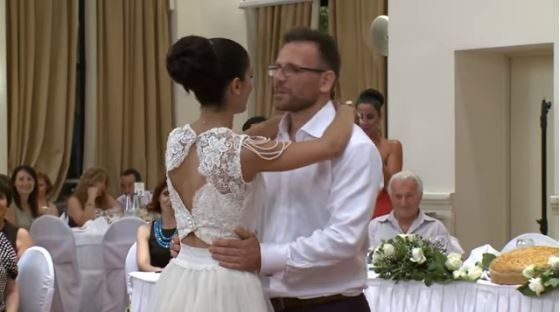Αυτός δεν είναι ένας συνηθισμένος χορός νεόνυμφων στη γαμήλια