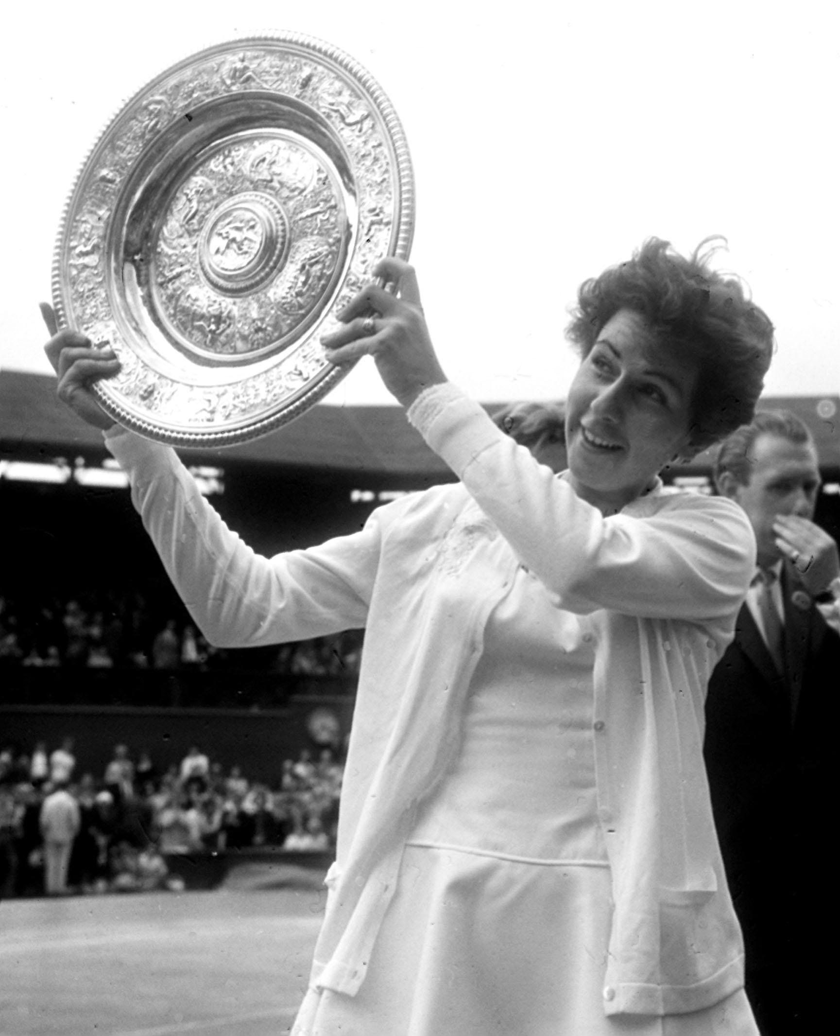 Bueno holds aloft the Wimbledon trophy for the third time after her women's singles