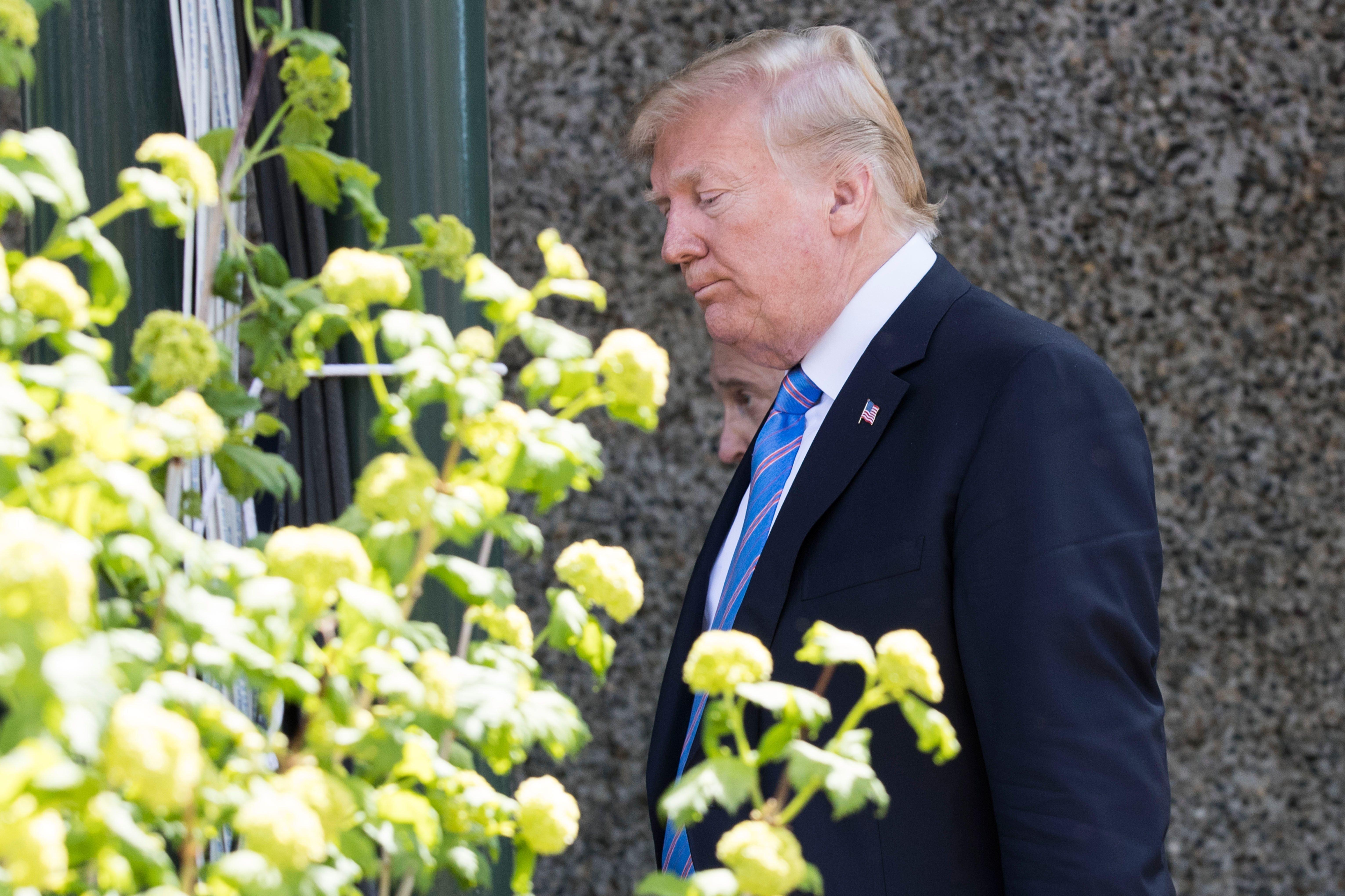 Trump verlässt vorzeitig den G7-Gipfel – und versucht es mit einem