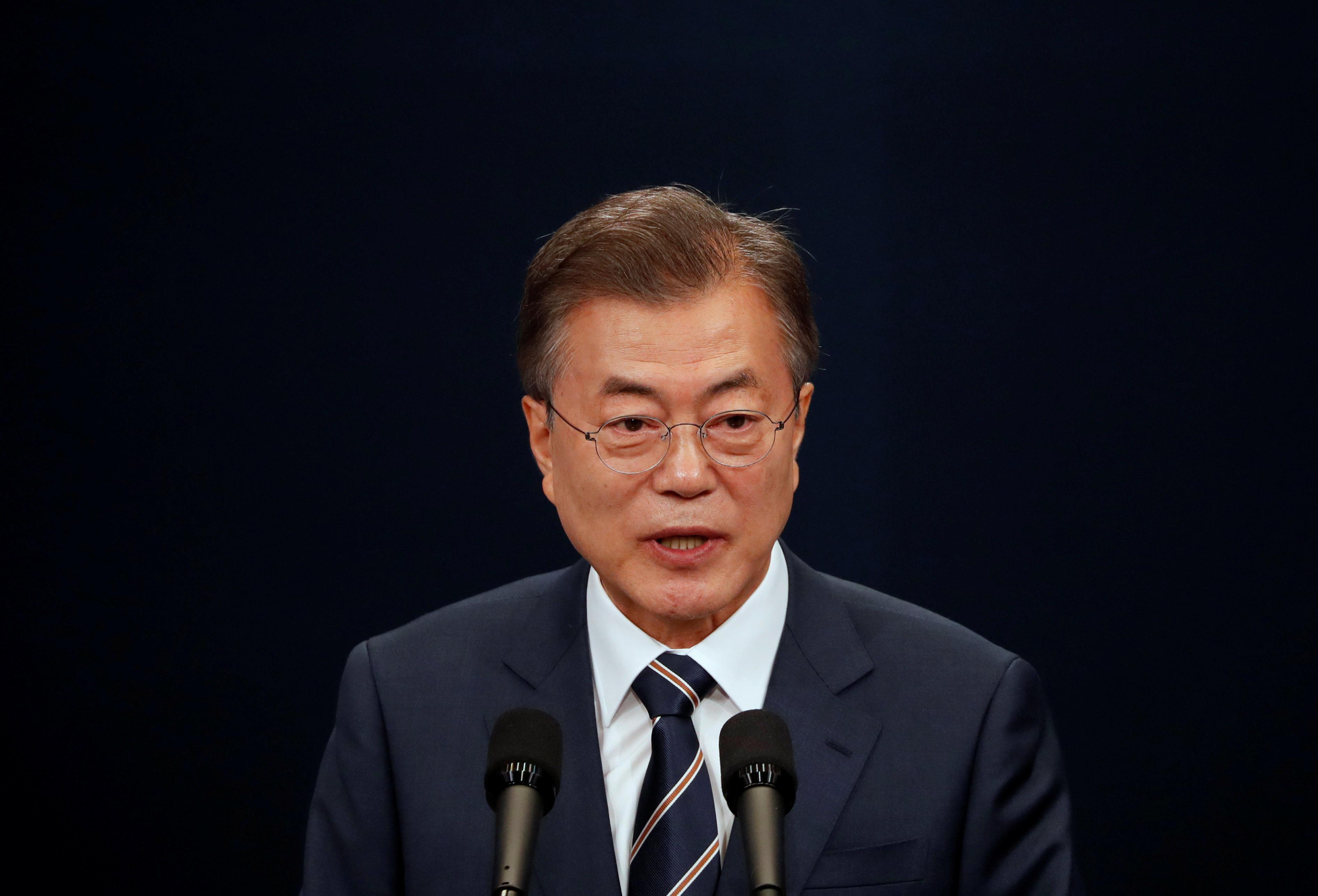 청와대가 '문재인 대통령은 싱가포르에 안 간다'고 밝혔다